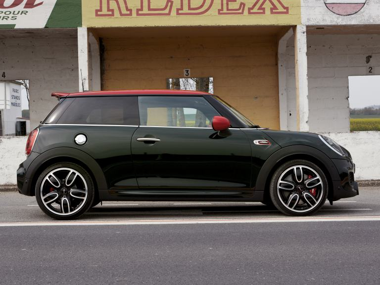 JOHN COOPER WORKS – SIDE VIEW